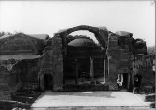 Hadrian's Villa की छवि. italy geotagged tivoli roman 1987 centro ruin villa hadrian iccs intercollegiatecenterforclassicalstudies geo:lat=41940172 geo:lon=12776252