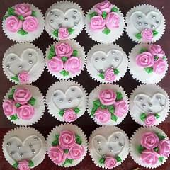 HCC008-2011. Pink colour hantaran cupcakes