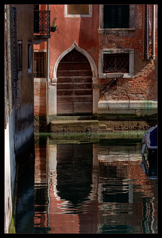 Canales y calles en Venecia