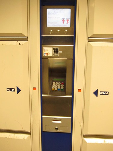 luggage locker in AmsterdamCS IMG_0838