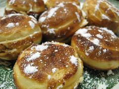 meal(0.0), breakfast(0.0), malasada(1.0), baking(1.0), sufganiyah(1.0), baked goods(1.0), poffertjes(1.0), profiterole(1.0), food(1.0), dish(1.0), syrniki(1.0), dessert(1.0), pä…czki(1.0), cuisine(1.0), beignet(1.0), snack food(1.0), danish pastry(1.0),