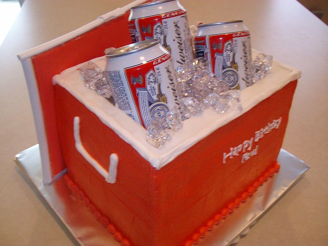 Beer Cooler Cake http://www.flickr.com/photos/28930362@N06/3464609302/