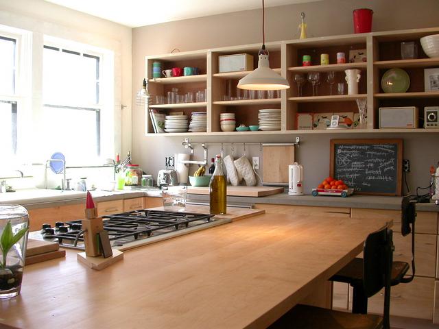 open shelving / kitchen