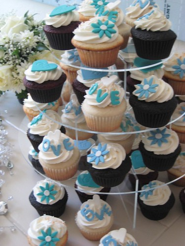 Wedding cupcakes by kristin_a (Meringue Bake Shop)