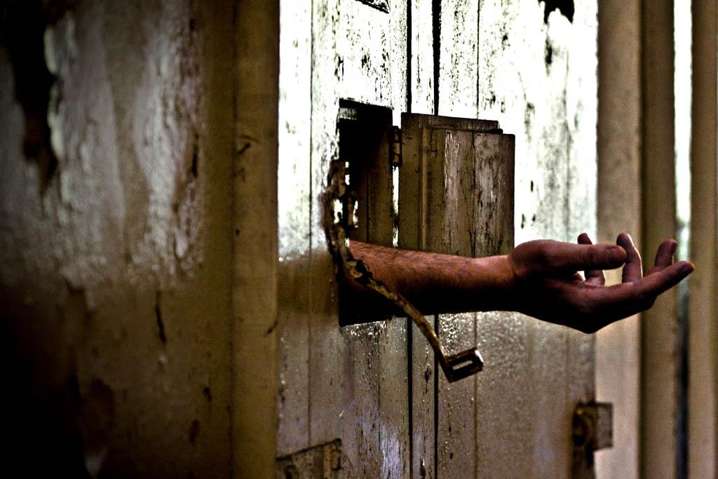 Sconti di pena e soldi a detenuti ed ex galeotti