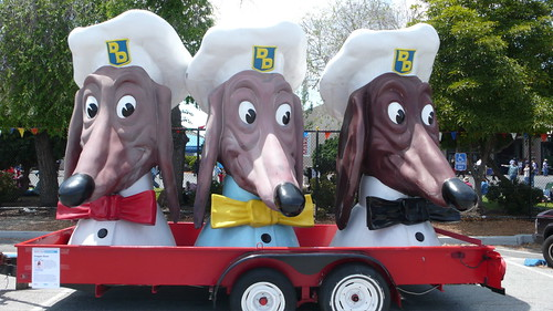 The Trio of Doggie Diner Heads