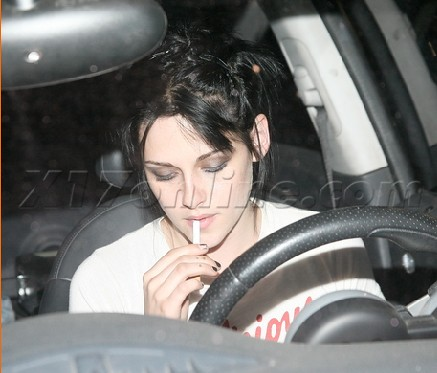 Download this Kristen Stewart Spotted Leaving Recording Studio picture