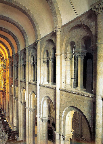 Arte rom nico arquitectura santiago de compostela - Interior santiago de compostela ...