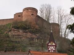 Burgmauern über dem Ort von tuxbrother auf Flickr