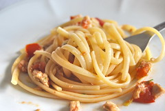 spaghetti(0.0), fettuccine(0.0), produce(0.0), pici(0.0), carbonara(0.0), bucatini(1.0), pasta(1.0), spaghetti aglio e olio(1.0), pasta pomodoro(1.0), linguine(1.0), food(1.0), dish(1.0), european food(1.0), cuisine(1.0),