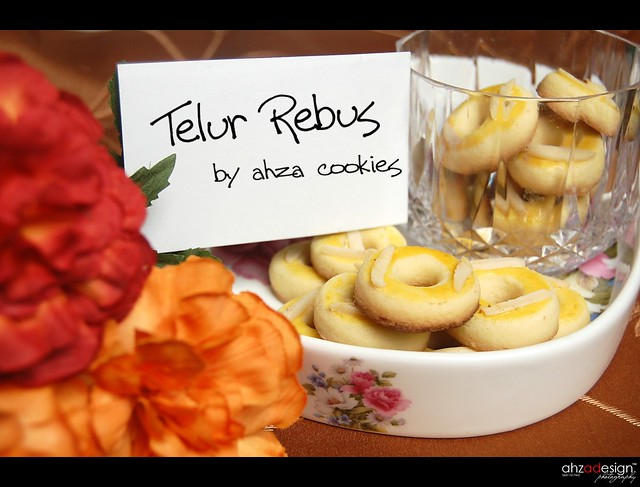 Biskut Telur Rebus http://www.flickr.com/photos/ahzacollection/3714957071/