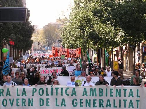 Fins ara hem hagut de manifestar-nos davant de tots els governs. Cal un canvi de polítiques.