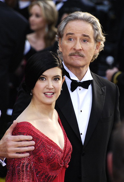 Oscar 2009 kevin kline and phoebe cates explore for Phoebe cates still married kevin kline