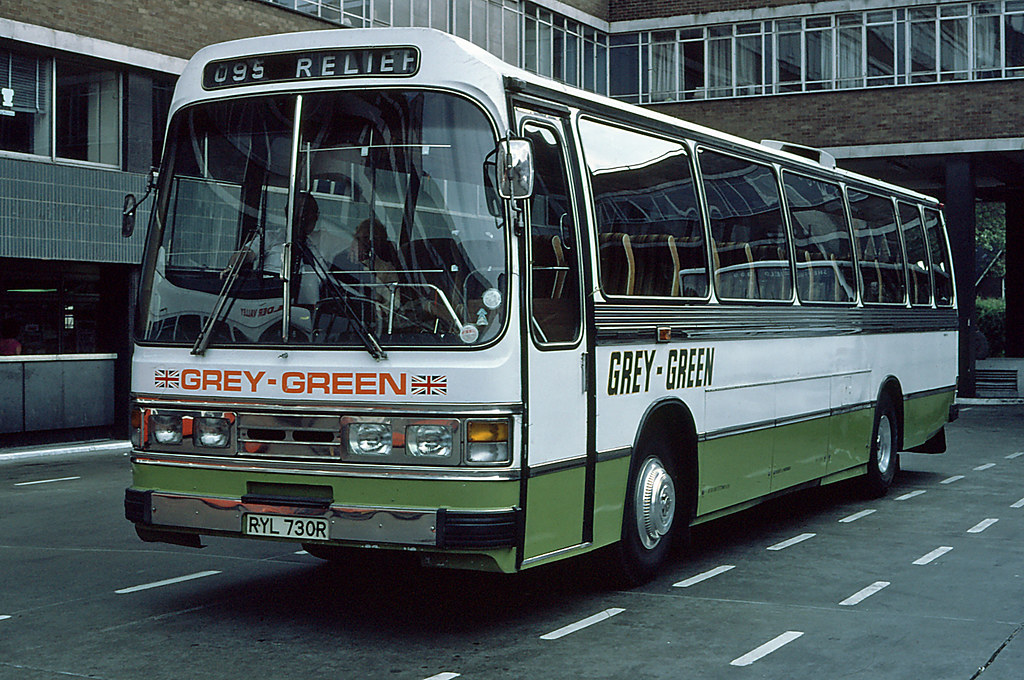 Grey-Green RYL730R in Victoria Coach Station, JUN80