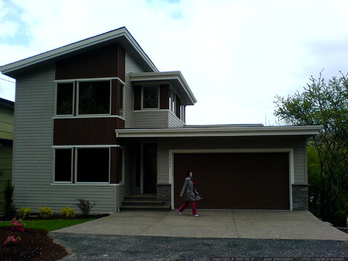 rachel inspecting a home for sale   DSC02868