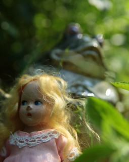 Thumbelina and the frog mother