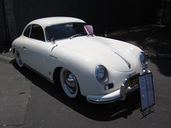 automobile(1.0), automotive exterior(1.0), porsche 356/1(1.0), vehicle(1.0), automotive design(1.0), porsche 356(1.0), porsche(1.0), subcompact car(1.0), antique car(1.0), classic car(1.0), land vehicle(1.0), sports car(1.0),