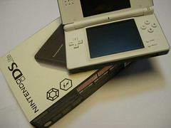 electronic device(1.0), handheld game console(1.0), gadget(1.0), nintendo ds(1.0),