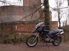 Moped vor der Burg Landeck von tuxbrother auf Flickr
