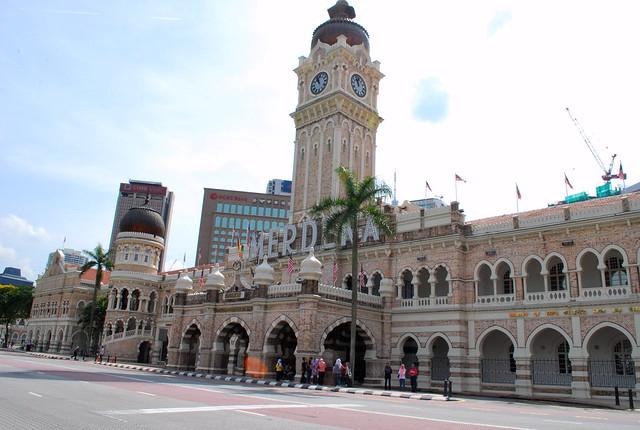 Senibinanya menara jam di bangunan sultan abdul samad kuala lumpur