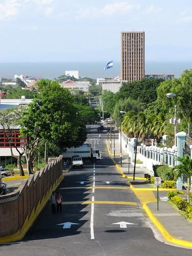 Antigua Avenida Roosevelt hacia el lago, Managua. - kroons kollektion