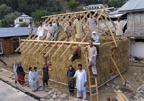 Straw simplicity quake resistance the new york times for Modern house designs in kashmir