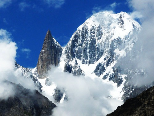 Lady Finger (6000m, left) & Hunza Peak (6270m, right)