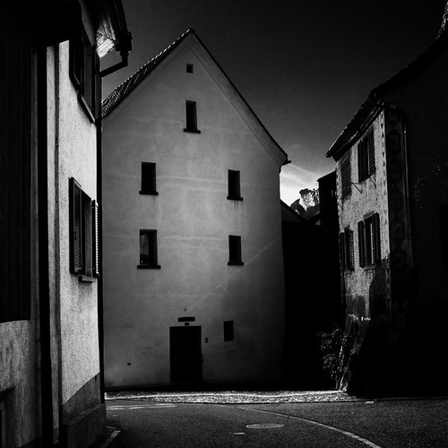 light shadow bw white house black schweiz switzerland licht photo foto gray haus grau crop utata sw weiss schatten schwarz ausschnitt