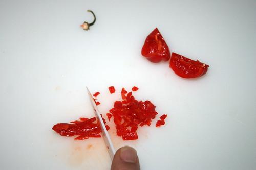 13 - Chili zerkleinern / Mince chili