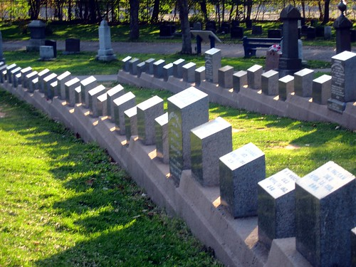 Titanic graves