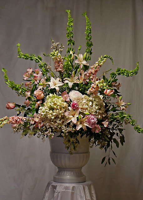 Ideas for Altar Wedding Arrangements | eHow.co.uk