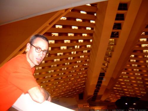 inside the luxor hotel   dscf0208