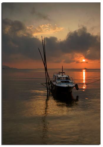 ocean morning sea sun seascape reflection sunrise boat earlymorning calm serenity malaysia borneo l sabah sandakan malaysianphotographer sulusea flickrdiamond noracarol sonya200 sabahanphotographer landscapephotographerfromsabah womanlandscapephotographer womaninphotography
