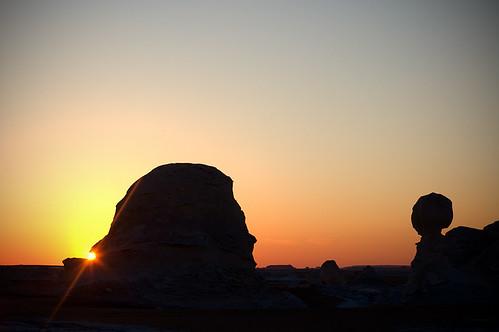 travel sunset sun color sahara twilight desert dusk stones egypt słońce egipt whitedesert zachódsłońca kamienie podróż pustynia białapustynia