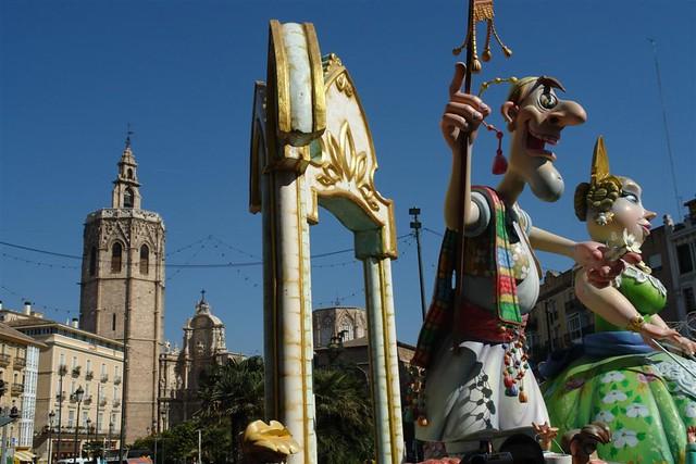 Las fallas de Valencia son otro de los grandes atractivos culturales de España Tradiciones y fiestas en España que enamoran a los turistas - 3600085401 c49a79c075 z - Tradiciones y fiestas en España que enamoran a los turistas