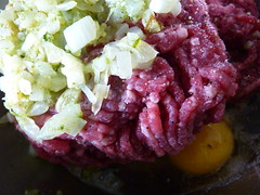 produce(0.0), corned beef(1.0), salad(1.0), vegetable(1.0), steak tartare(1.0), food(1.0), dish(1.0), cuisine(1.0),