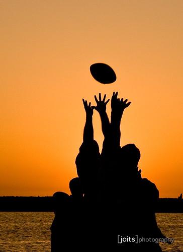sunset beach silhouette football silhouettes 1755mmf28g orangecounty flickrmeet theoc coronadelmar coronadelmarstatebeach project365 cdm0409