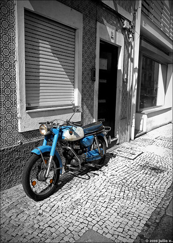 blue windows portugal beautiful cutout forsale pavement antique decay metallic quality patterns wheels rusty nopeople olympus textures sidewalk motorbike paving vehicle decayed aveiro selectivecolor urbex selectivecolour e510 julioc challengeyouwinner photographybyjulioctheblog olympuse510 ilustrarportugal sérieouro thechallengefactory j1024 ilustrarportugal200904aveiro