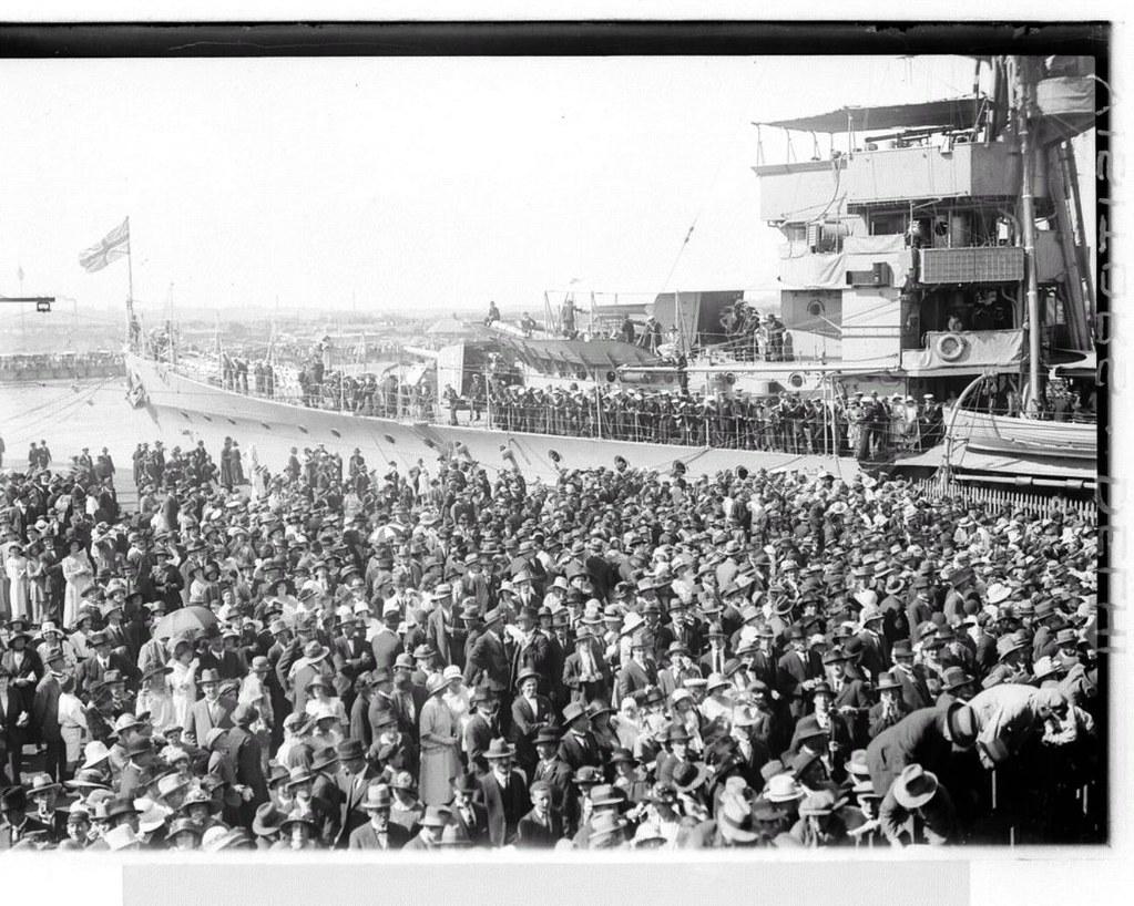 mar 1924 melbourne queues to see hood delhi 39 s men girl. Black Bedroom Furniture Sets. Home Design Ideas