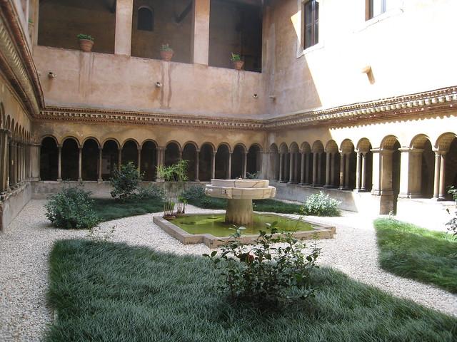 Santi Quattro Coronati - cloister