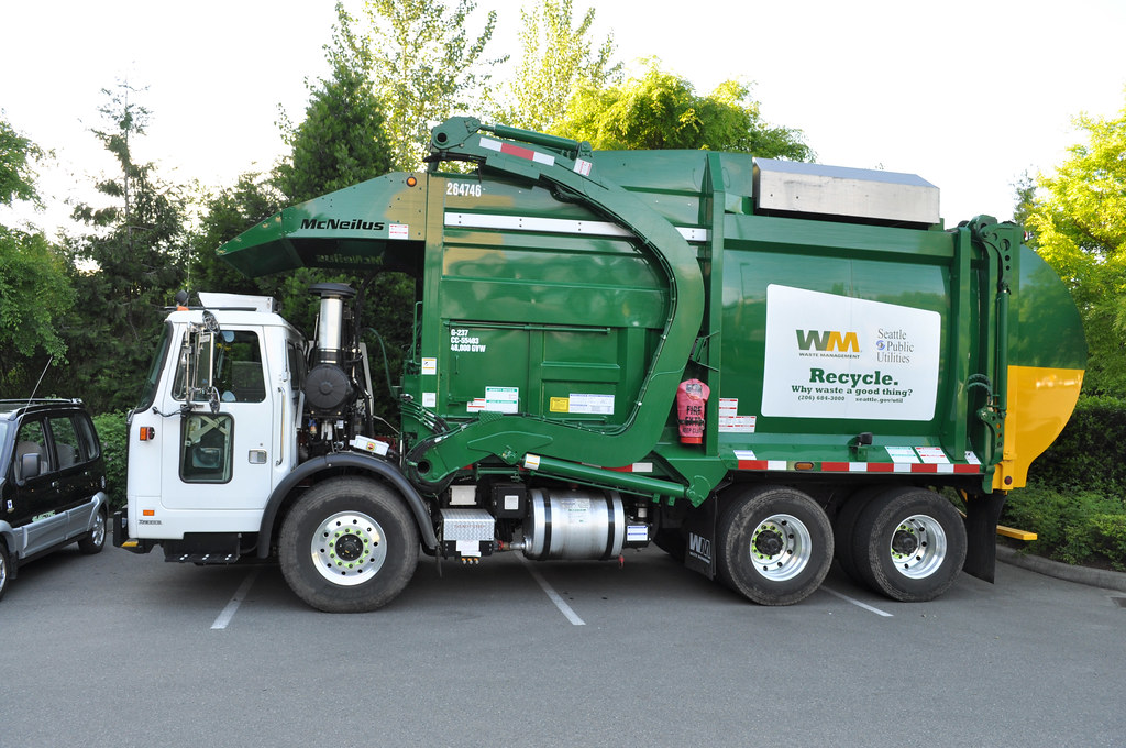 Natural gas-powered garbage truck