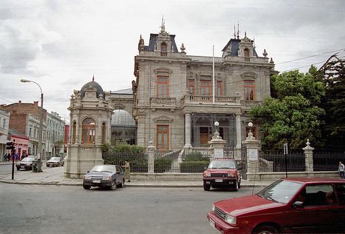 Thu, 25/12/1997 - 00:00 - 広場に面した歴史的な建物。一部分が高級ホテルとなっている