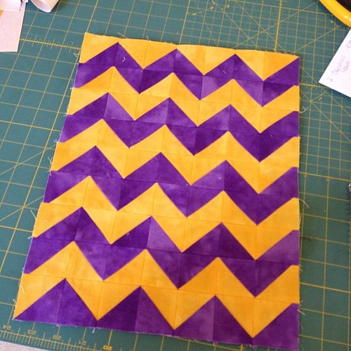 One accomplishment yesterday is the outside to another #sewtogetherbag #chevrons #ohcraft #darlingjillquilts #grailvilleisforsewing