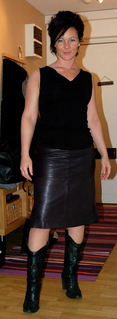 Mature Leather Skirt 67