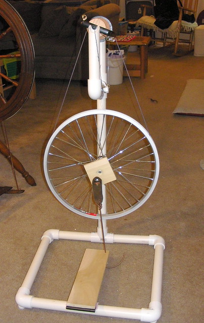 DIY 4 Wheel Bike http://www.flickr.com/photos/stellalunag/3419737125/