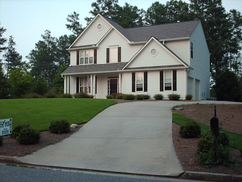 street house mailbox yard georgia landscape afternoon suburban front driveway milton alpharetta