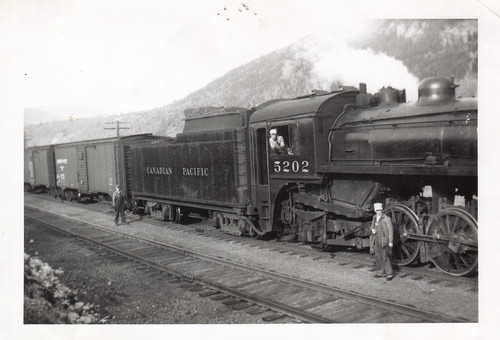 railroad canada train vintage britishcolumbia canadianpacific cp unclebill steamlocomotive castlegar