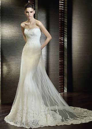 mermaid styled lace wedding dress. CC 2.0 license