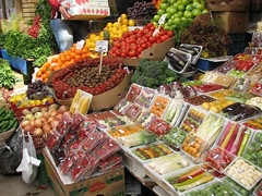 meal(0.0), dish(0.0), cuisine(0.0), city(0.0), public space(0.0), grocery store(0.0), smã¶rgã¥sbord(0.0), market(1.0), greengrocer(1.0), produce(1.0), food(1.0), marketplace(1.0), local food(1.0),