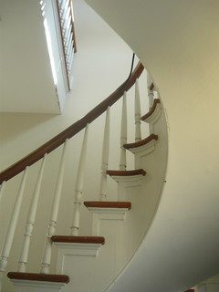 wide curved stair and balconly